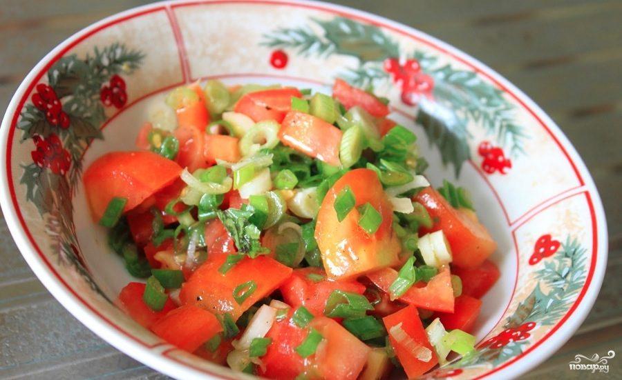 Рецепт Салат из зеленого лука и помидоров