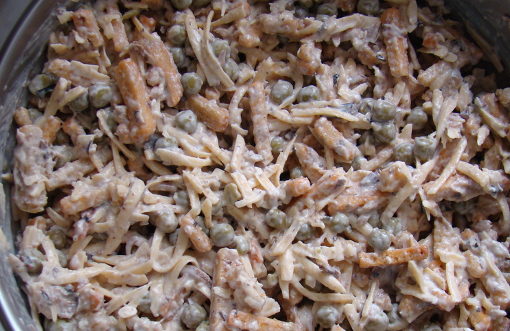Салат со шпротами и сыром - фото шаг 4