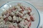 Салат со свининой и фасолью