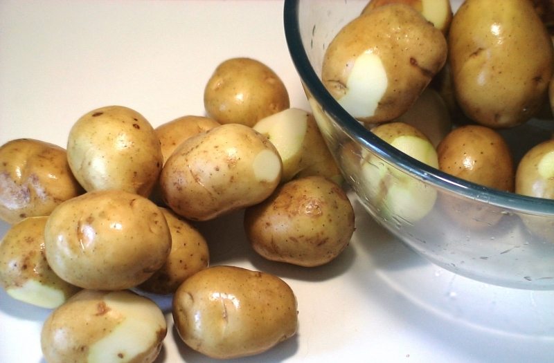 Курица с картошкой на сковороде - фото шаг 1