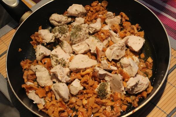 Суп с лисичками и курицей - фото шаг 2
