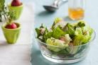 Весенний салат с редисом и петрушкой