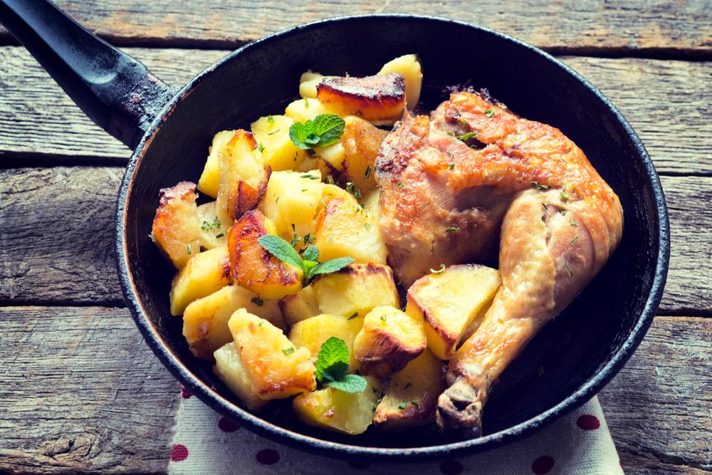 Картошка и мясо в сковороде