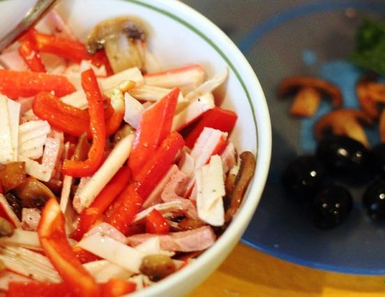 Салат с перцем и грибами - фото шаг 3