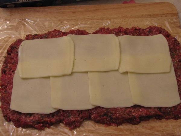 Мясной рулет с сыром - фото шаг 4