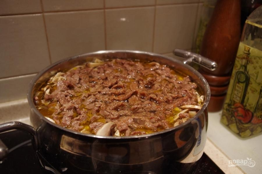 Мясо, тушенное с грибами - фото шаг 9