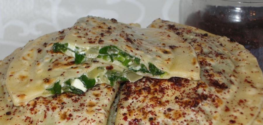 Кутабы с сыром и зеленью - фото шаг 8
