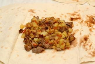 Мясо в лаваше - фото шаг 4