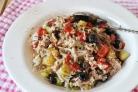Салат из консервированного тунца с рисом