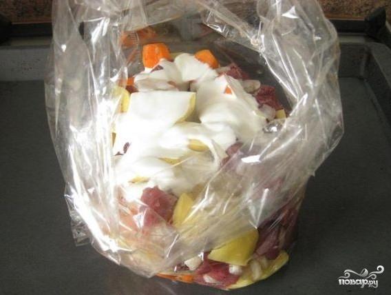 Мясо с картофелем в рукаве - фото шаг 7