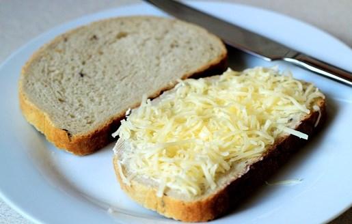 Бутерброды с сыром на сковороде - фото шаг 5
