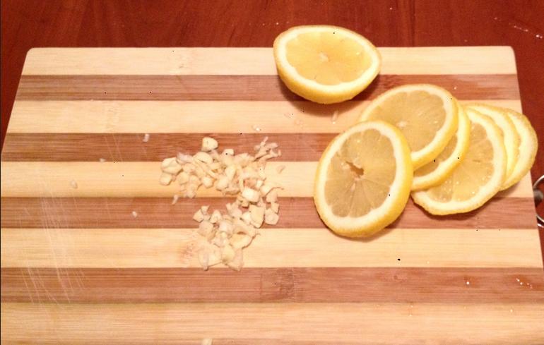 Жареные креветки с лимоном - фото шаг 2