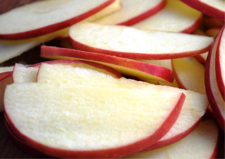 Конвертики с яблоками из творожного теста - фото шаг 2