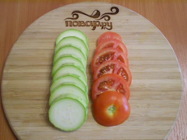 Кабачки, запеченные с помидорами и сыром - фото шаг 3