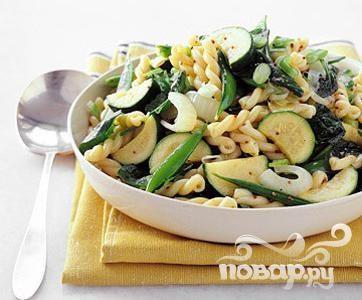 Рецепт Паста с цуккини, луком и шпинатом