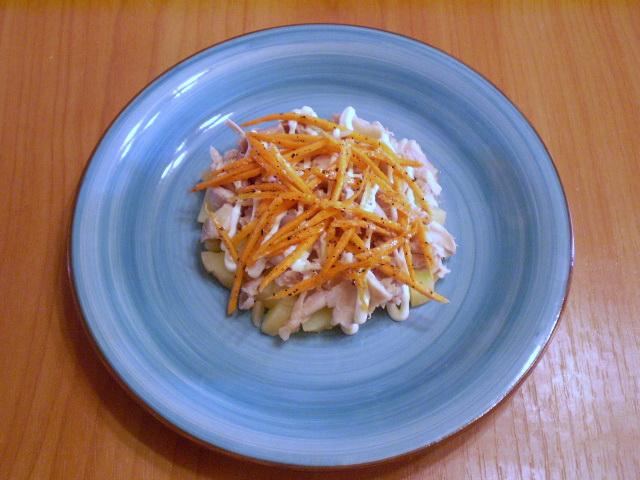 Слоеный салат с корейской морковью и курицей - фото шаг 5