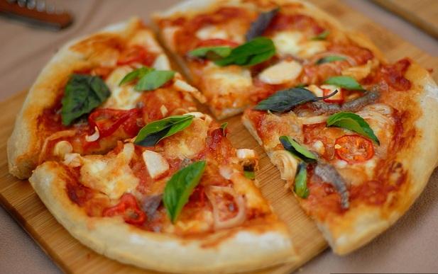 Пицца с анчоусами в мультиварке - фото шаг 6