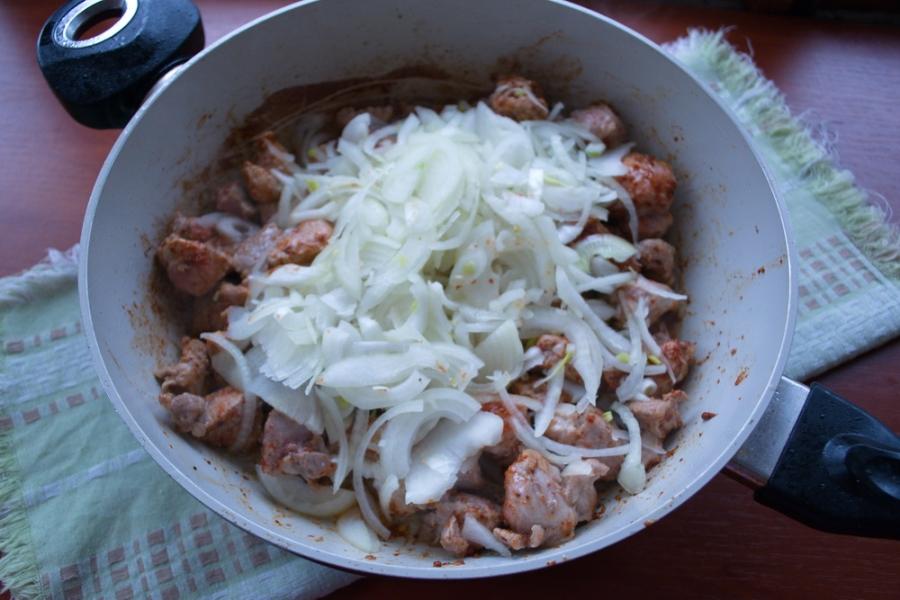 Гуляш из свинины с овощами - фото шаг 4
