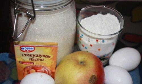 Шарлотка с яблоками без масла - фото шаг 1