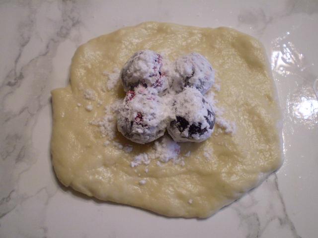 Пирожки с вишней жареные - фото шаг 8