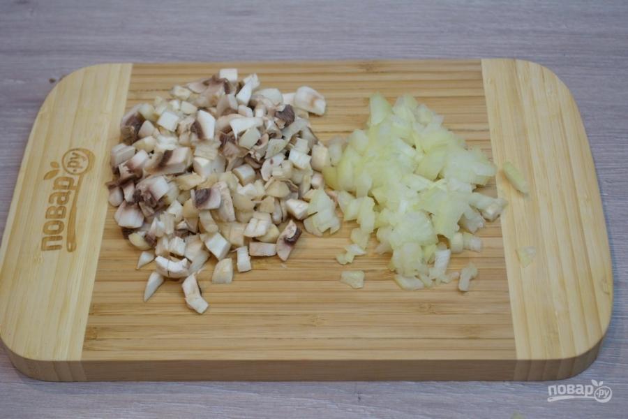 """Салат """"Петушок"""" с грибами - фото шаг 2"""