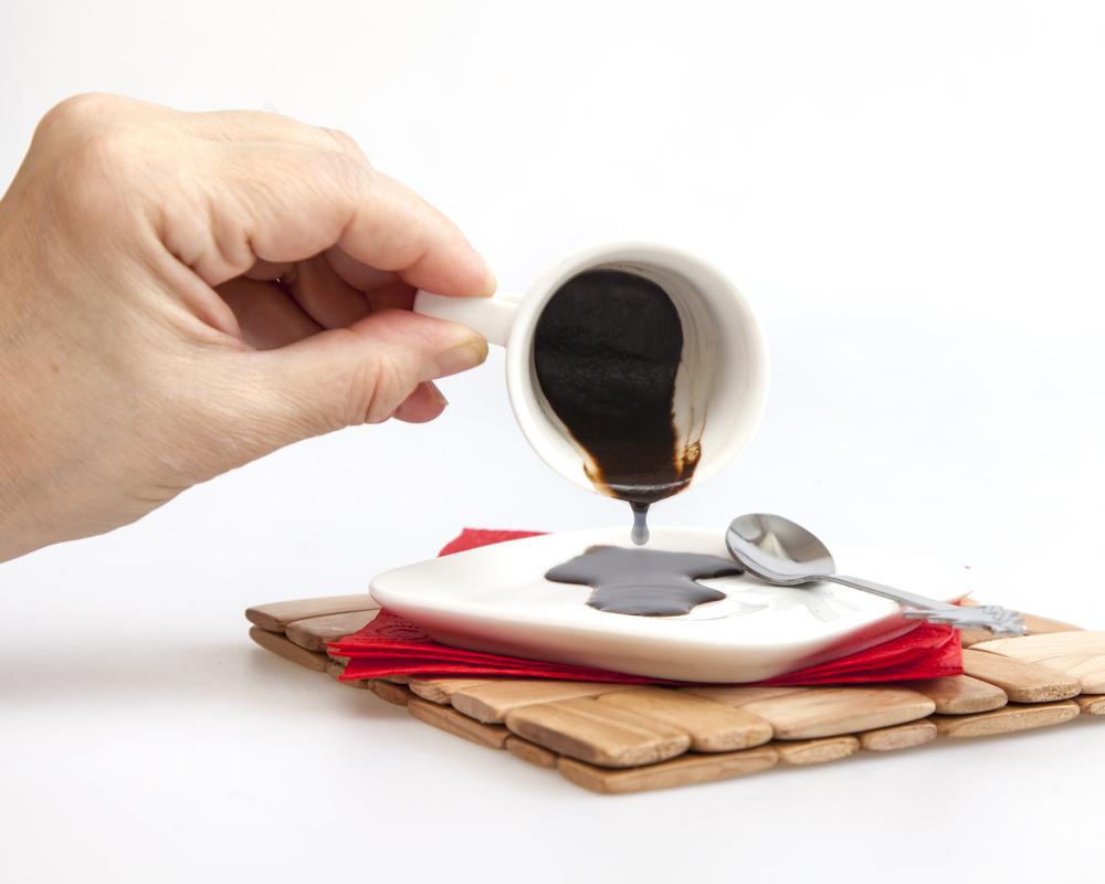 Чистка посуды кофейной гущей