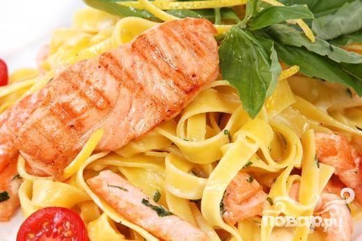 Рецепт Паста с лососем и луком