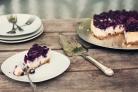 Творожно-черничный торт без выпечки