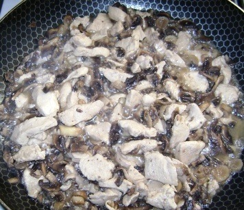Жульен с грибами на сковороде - фото шаг 6
