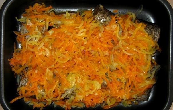 Рецепт щуки в духовке с морковью и луком