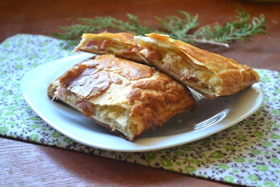 Пирог с начинкой из сыра и ветчины - фото шаг 8