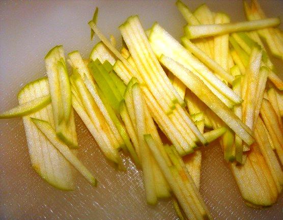 Простой салат со свеклой - фото шаг 2