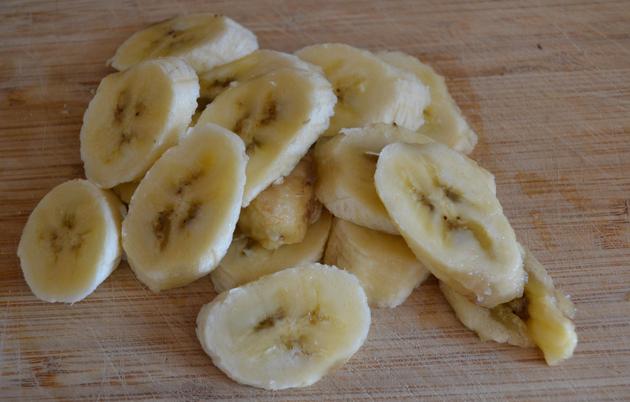 Смузи с творогом и бананом - фото шаг 2