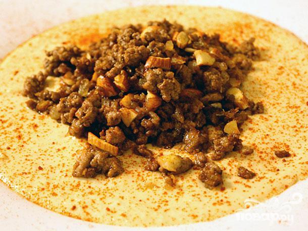 Хумус с ягненком и миндалем