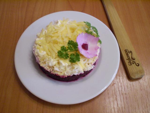 Слоеный салат со свеклой - фото шаг 4