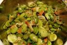Бобовый салат с сыром пармезан