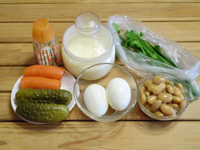 Рецепт Салат с фасолью и солеными огурцами