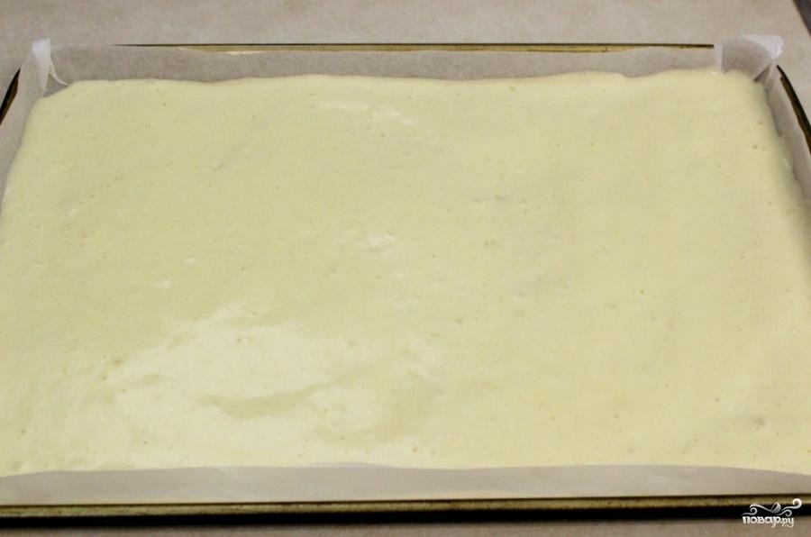 Рулет бисквитный с ягодами - фото шаг 8