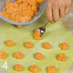 Зелёные пельмени с лососем - фото шаг 4