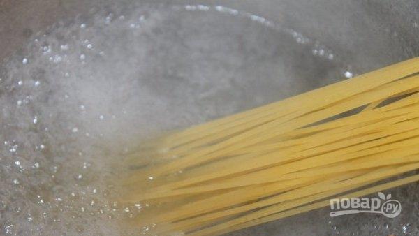 Спагетти с вялеными помидорами - фото шаг 1