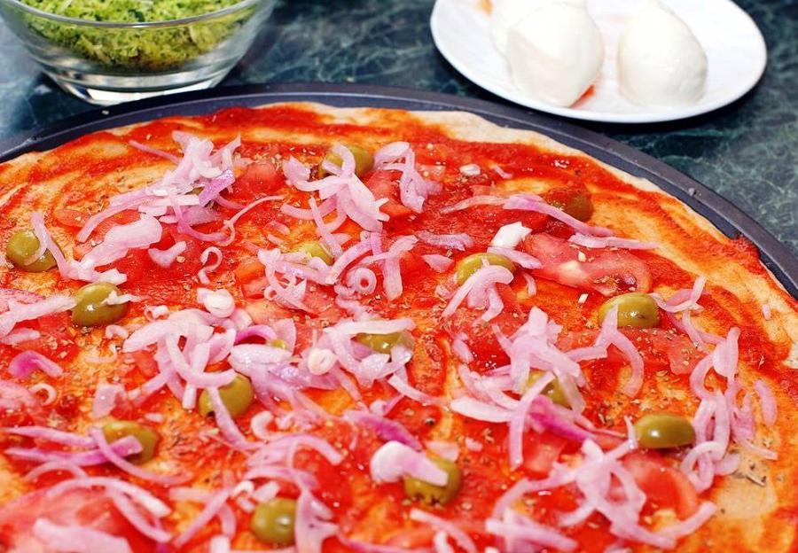 Пицца классическая рецепт - фото шаг 3