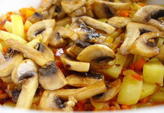 Рагу из кабачков с грибами - фото шаг 5