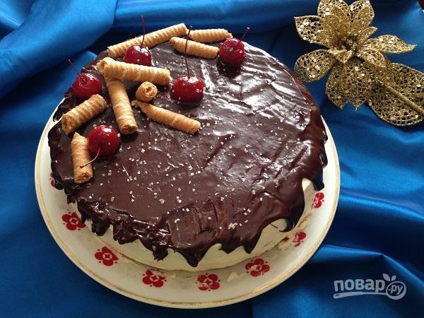 Бисквитный торт с вишней и творожным кремом