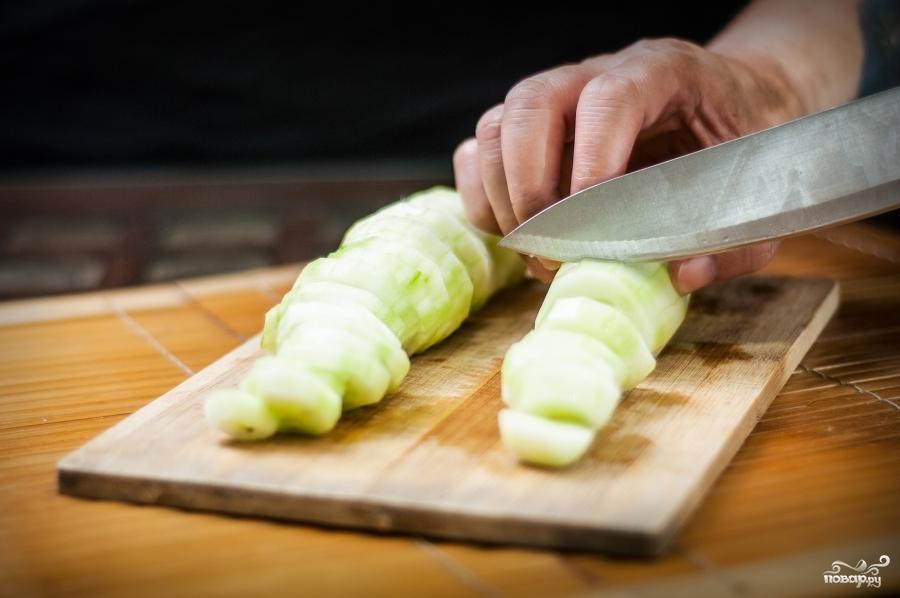 Закуска из свежих огурцов - фото шаг 2