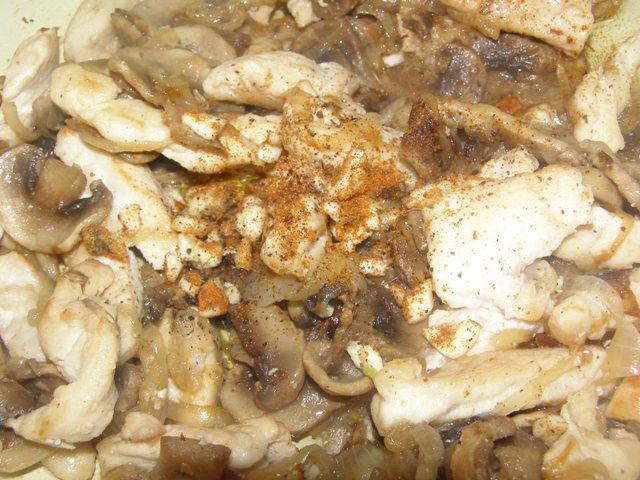 Фрикасе из курицы с шампиньонами - фото шаг 7