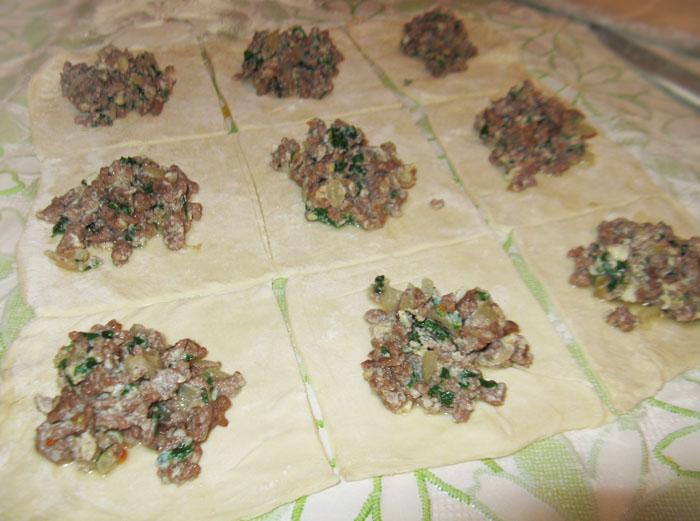 Пирожки из слоеного дрожжевого теста - фото шаг 4