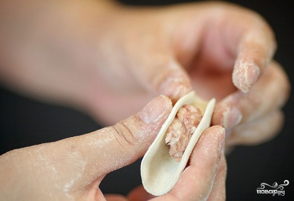 Тесто на пельмени на молоке - фото шаг 11