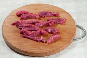 Подлива из говядины со сметаной - фото шаг 3