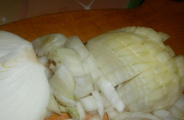 Свинина, жаренная на сковороде кусочками - фото шаг 1