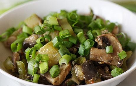 Салат с грибами шампиньонами жареными - фото шаг 4